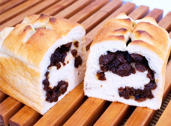 こぼれるレーズン食パン